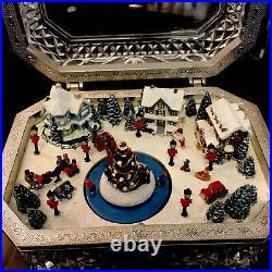 Thomas Kinkade Crystal Holiday Reflections Christmas Mechanical Skater Music Box